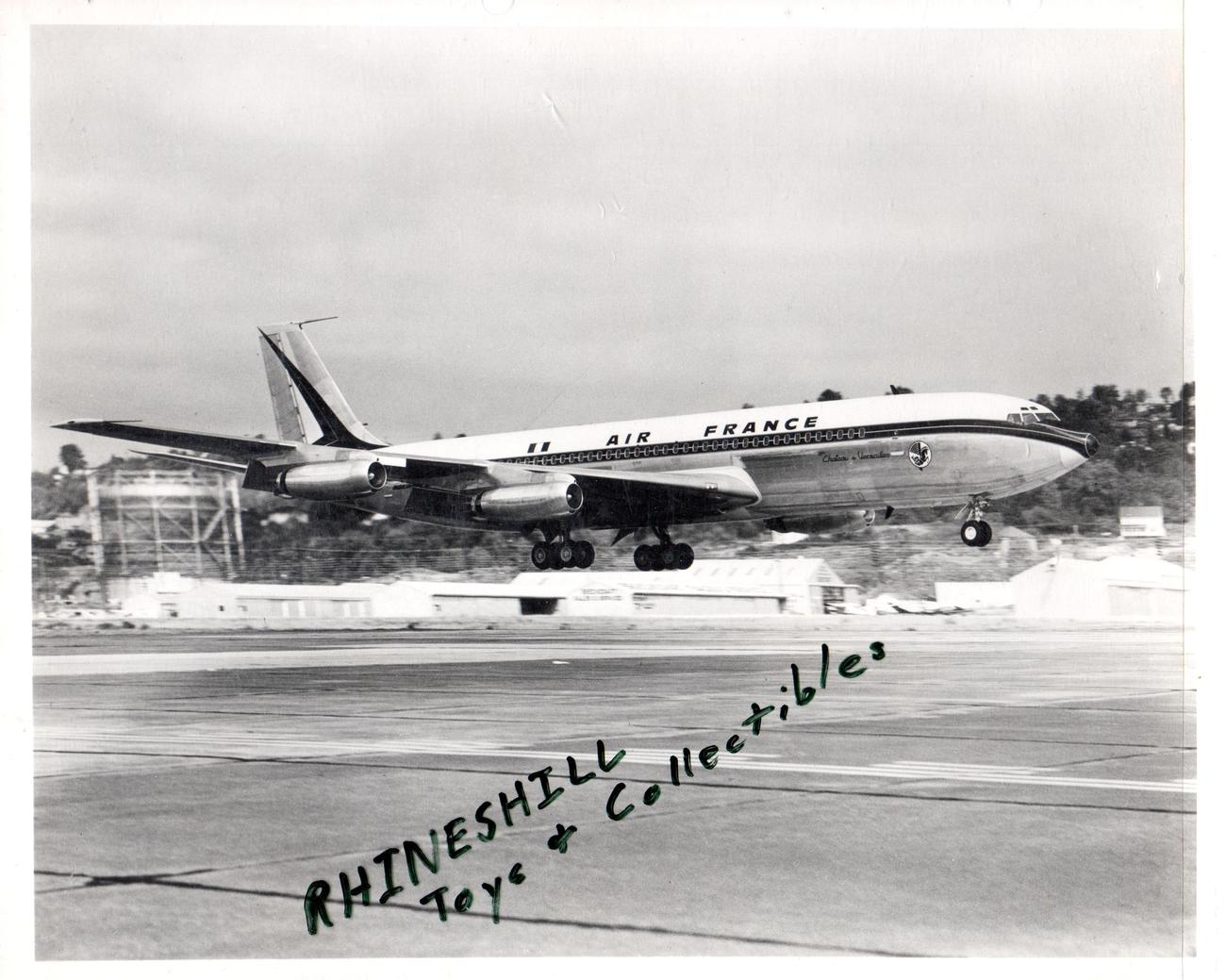 Air France Boeing 707 Photo of plane landing
