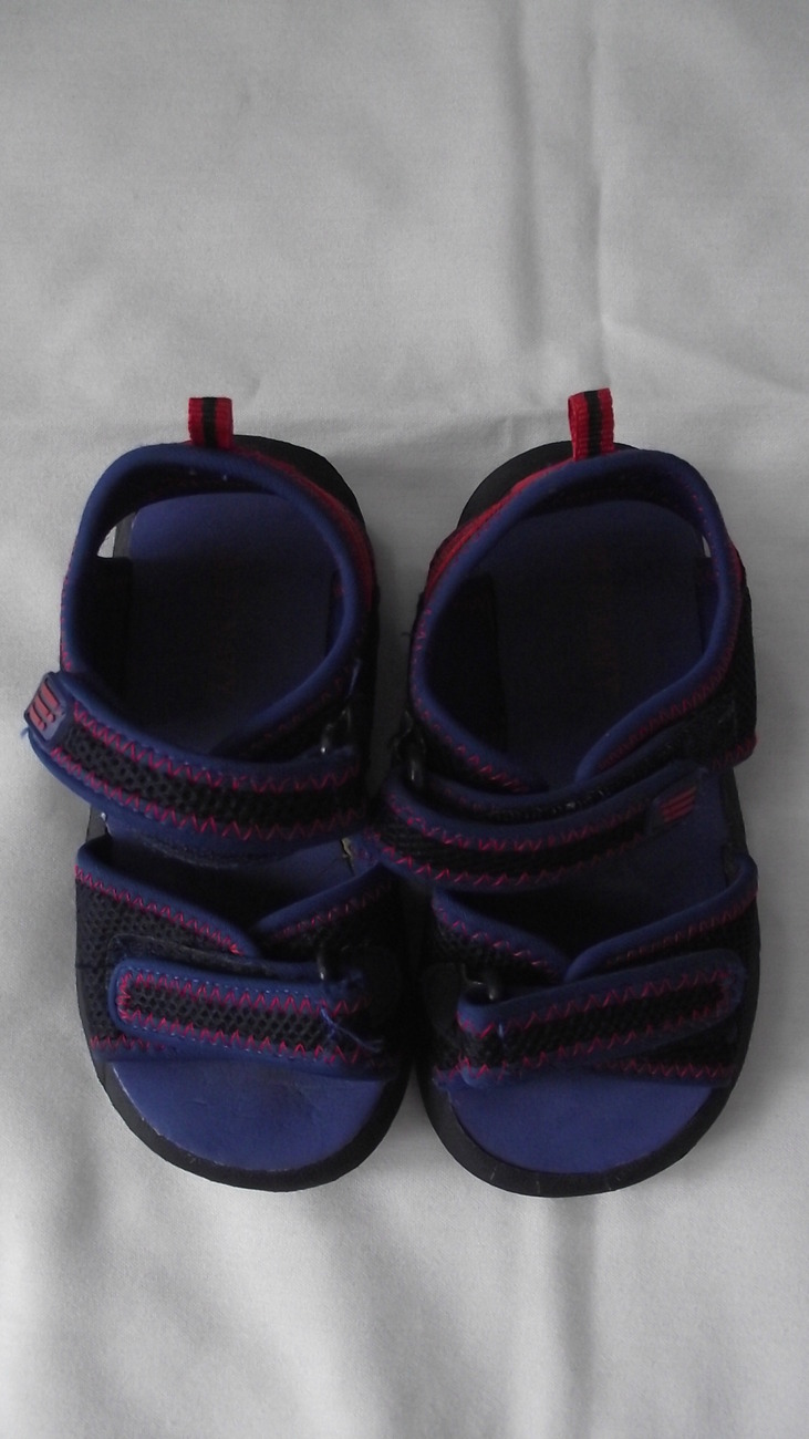 Old Navy Sandals toddler size 9 boys