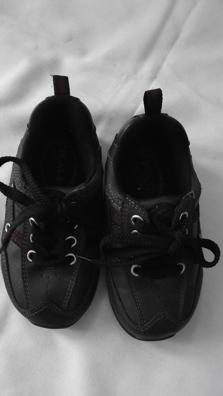 Shoes toddler boys size 8 Place