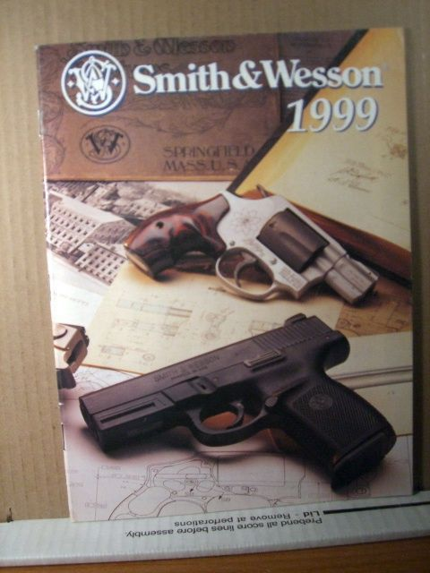 Smith & Wesson Catalog/brochure 1999, 32 pages