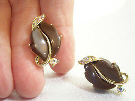 Vintage Lisner Cocoa Brown Thermoset AB Rhinestone Gold Plate Screwback ... - $13.37