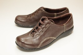 Clarks Size 6.5 Brown Lace Up Flats Women's - $34.00