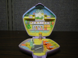 Polly Pocket Fast Food Restaurant Compact Playset with 1 Doll Bluebird 1992 - $22.50