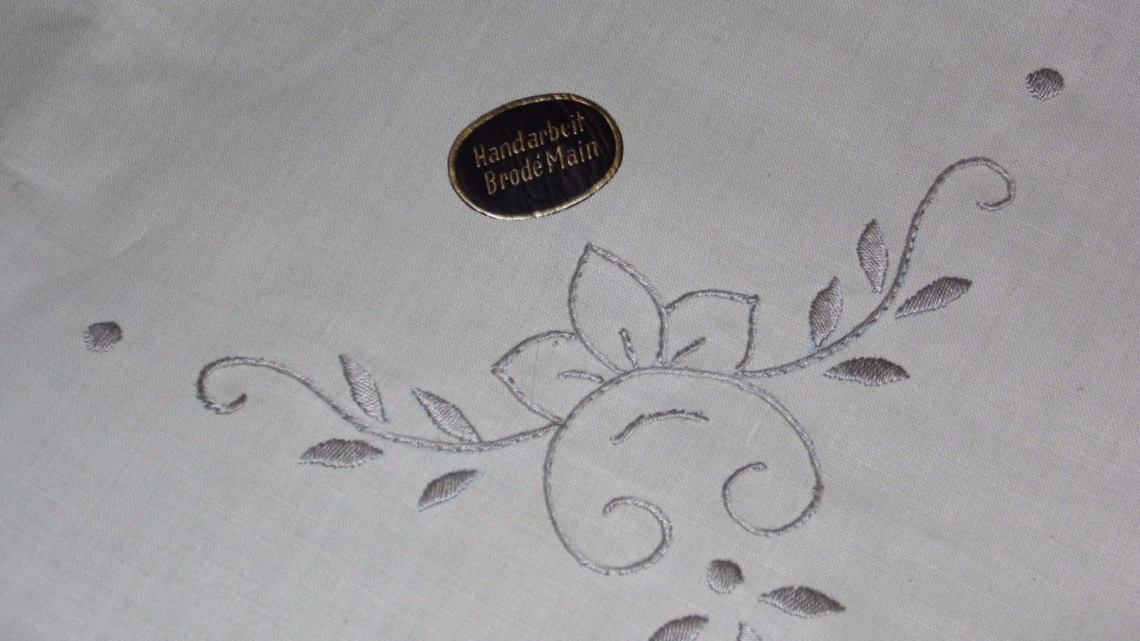 FRENCH BRODE MAIN HANDCRAFTED STURZENEGGER EMBROIDERY TABLECLOTH W/4 NAPKINS