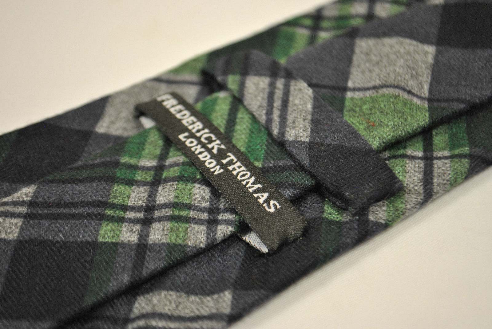 Frederick Thomas marineblau blau und grünes Häkchen Tweed Tie FT2142 100% Wolle