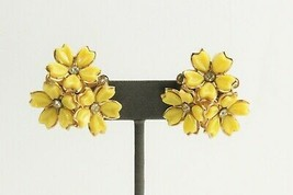 ESTATE VINTAGE Jewelry 50'S YELLOW PLASTIC FLOWER CLUSTER EARRINGS  - $15.00
