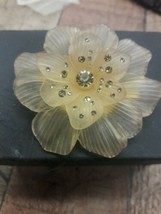 Signed MONET Vintage Retro Peach Tone Flower Brooch Pin Floral - $12.38