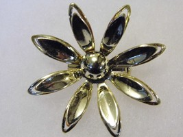 Vintage Silver Tone Daisy Brooch Flower Costume Fashion Jewelry Pin - $9.66