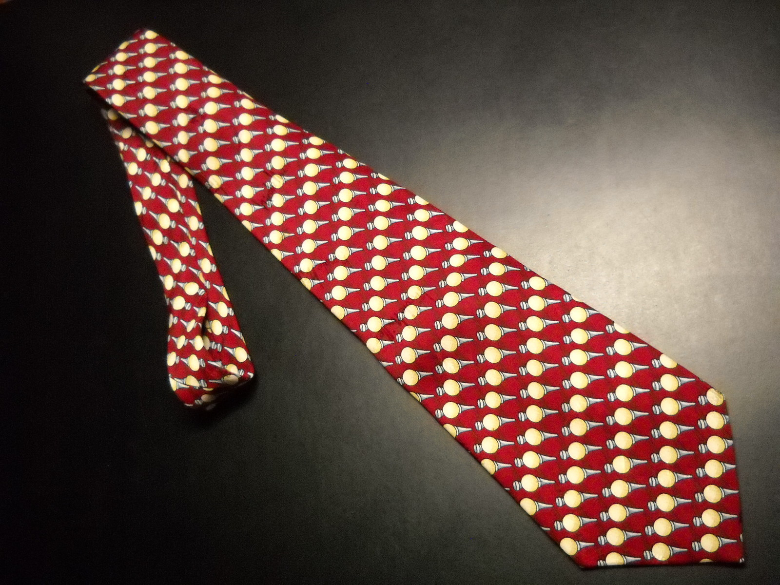 Tie nicole miller repeating golf tees 1997 red and creams 04