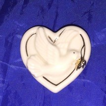 LENOX Peaceful HEART PIN Brooch CLASSIC Cream with Gold Trim 19928 - $9.94
