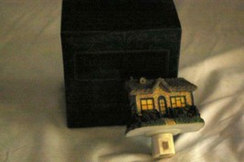 Thomas Kinkade Victorian Christmas Sculpted Night Light In Box - $8.31