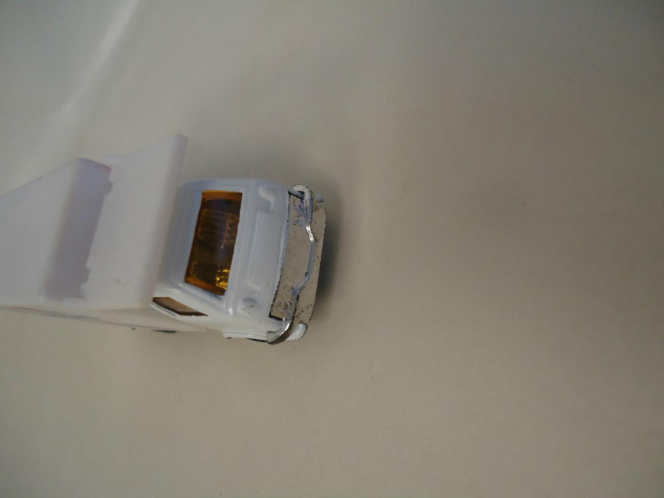 CATERING PLASTIC WHITE  BOX TRUCK-1:64 SCALE -