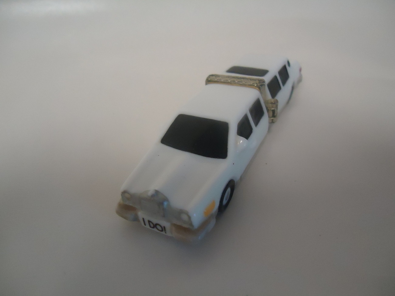 LIMO CAR JUST MARRIED PHB COLLECTION PORCELAIN TRINKET PILL HINGED BOX
