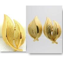 VTG CROWN TRIFARI Signed Gold Tone Dual Leaf Brooch Pin Earring Set - $74.25