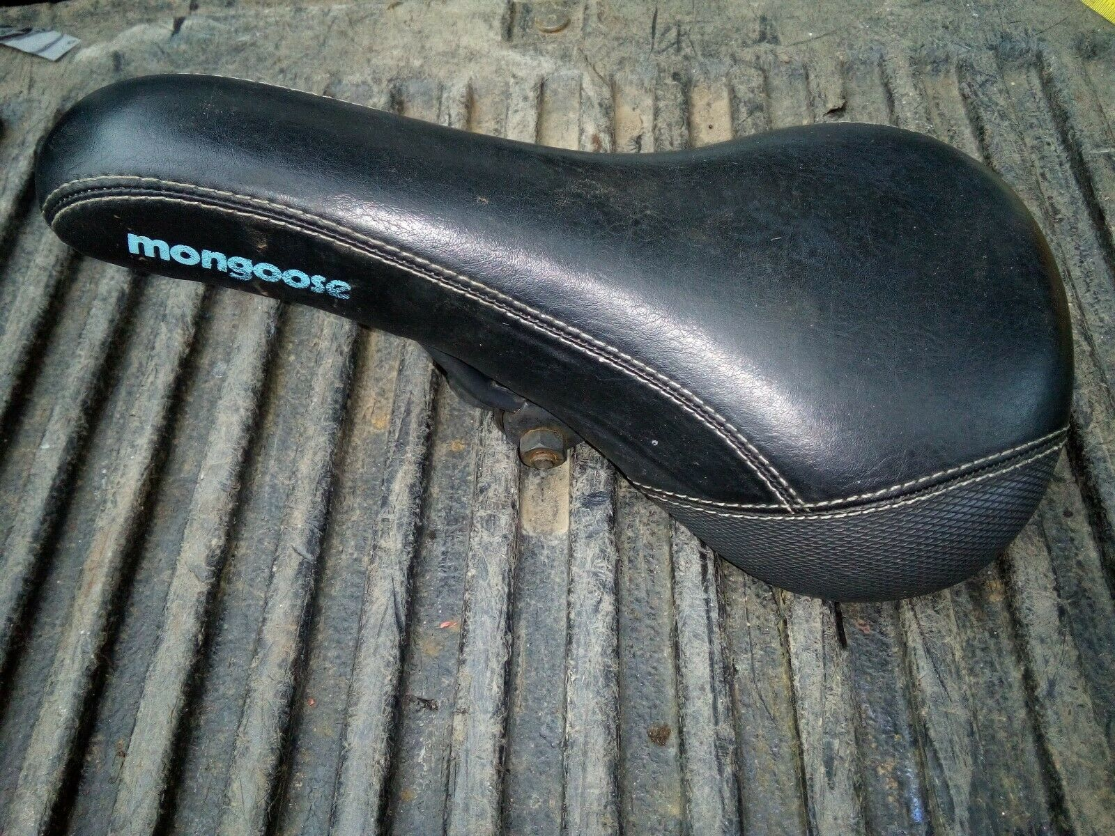 """9QQ46 MONGOOSE BIKE SEAT, 10-3/4"""" X 6-1/4"""" X 3"""", FOR 7/8"""" POST, VERY GOOD COND - $7.91"""