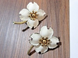 WHITE ENAMEL EMMONS SIGNED EARRINGS FLOWERS WITH STEM VINTAGE - $25.00