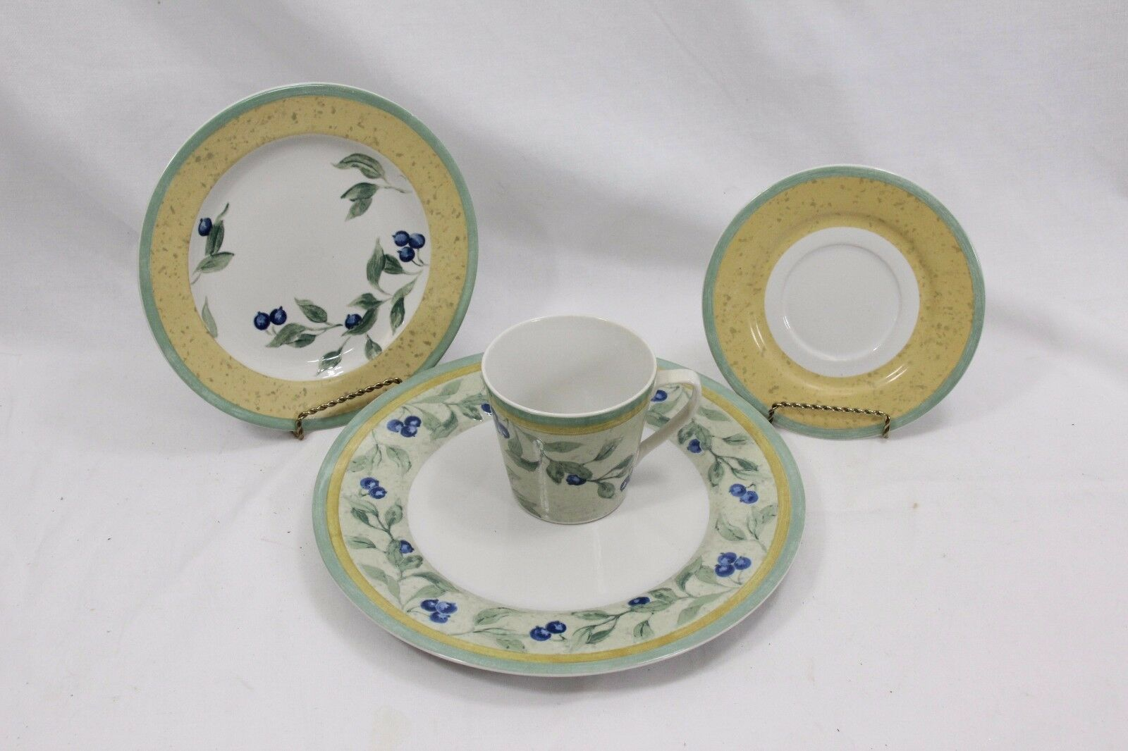 Primary image for PTS Int Interiors Blueberry Place Setting of 4 pcs