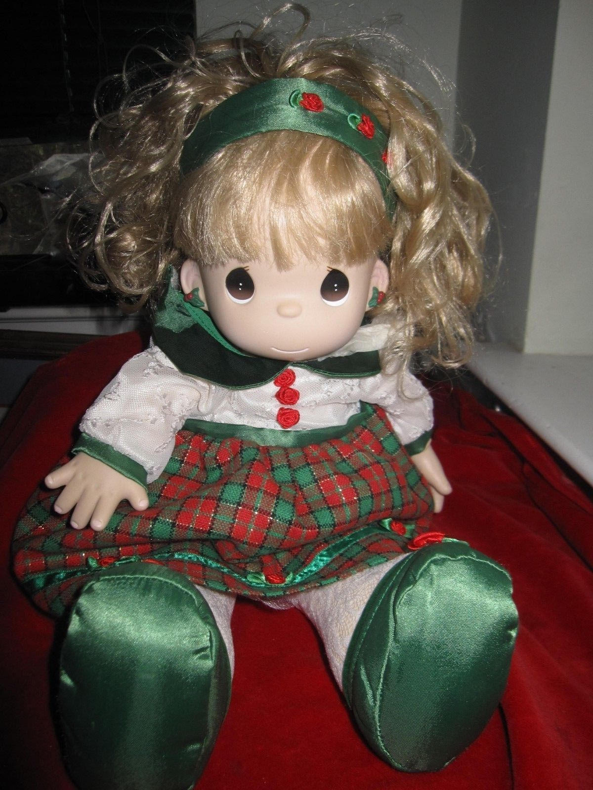 Vintage 1998 Enesco Precious Moments Christmas Doll - $13.96