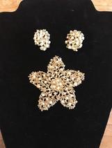 Gold Pearl Brooch Earrings Star Shaped Pin Clip On Earrings Vintage Jewelry - $35.63