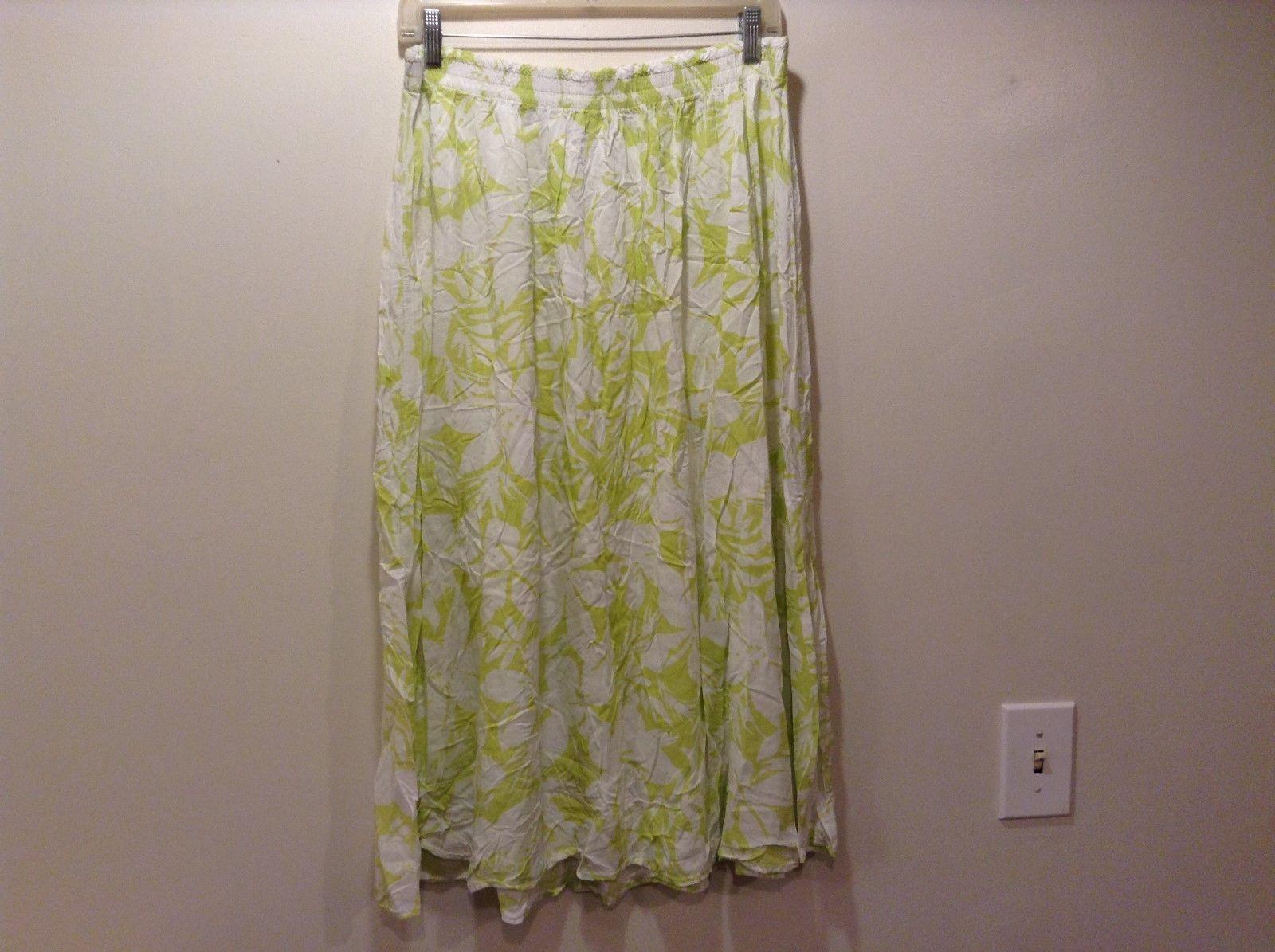 Croft & Borrow White Skirt w Light Green Floral Pattern Sz LG