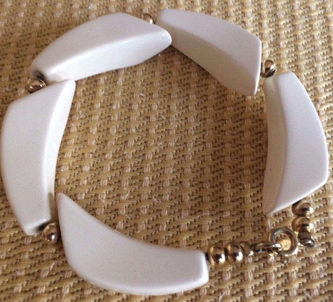 Primary image for NAPIER RETRO WHITE LUCITE DESIGNER MARKED UNIQUE & FABULOUS BRACELET.