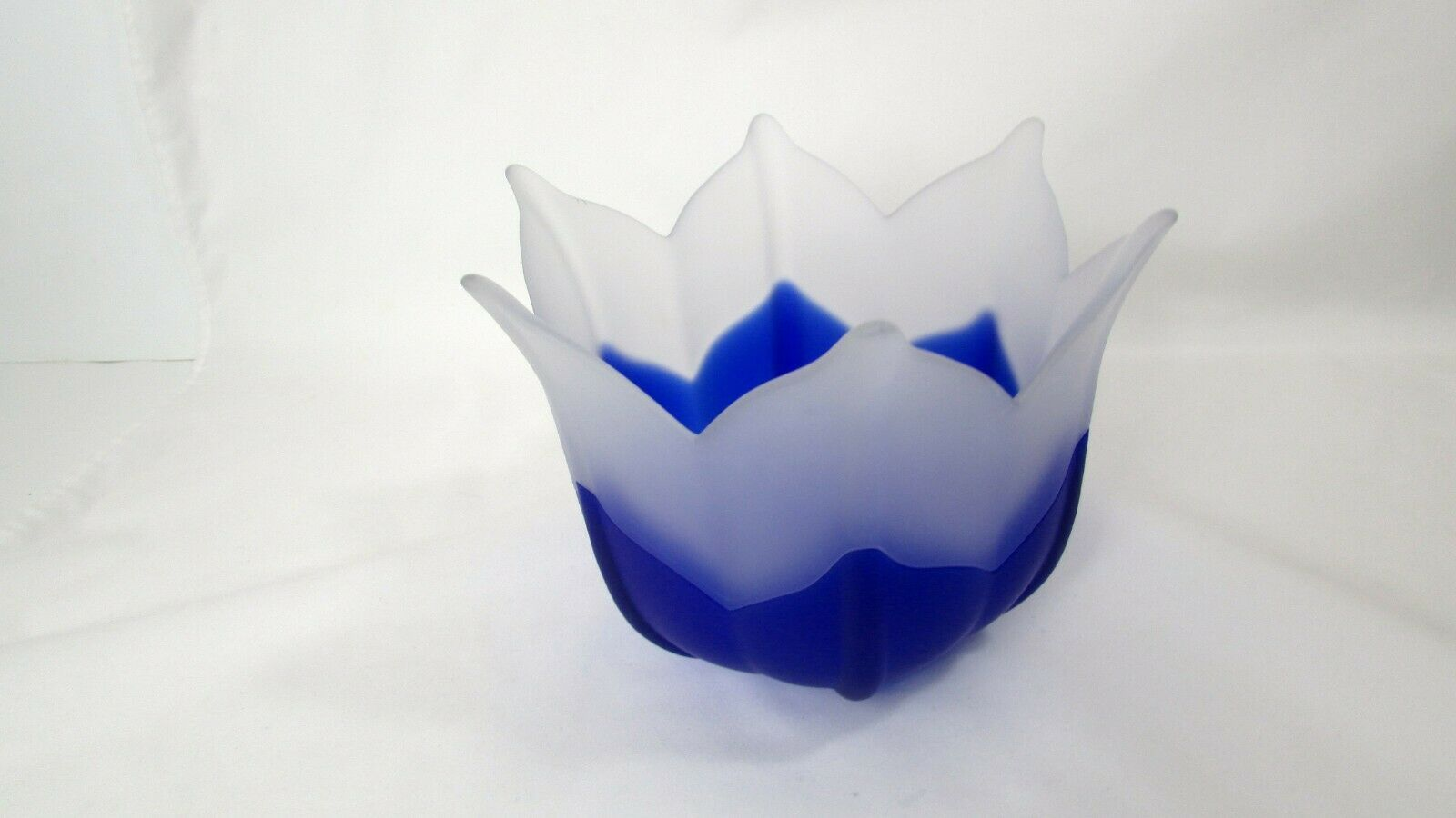 "Primary image for PARTYLITE Indigo Blossom Frosted White Blue Glass Flower Candle Holder 5"" EUC"