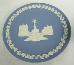 Vintage Wedgwood Piccadilly Circus 1971 Christmas Plate White on Blue Or... - $15.83