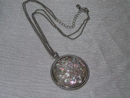 Estate Cookie Lee Signed Doublestrand Silvertone Chain w Large Crackled Mother - $12.19