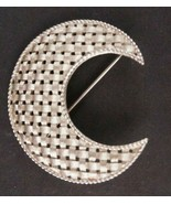 Vintage Jewelry Pin Brooch Trifari Crescent Moon Basket Weave Pattern - $18.67