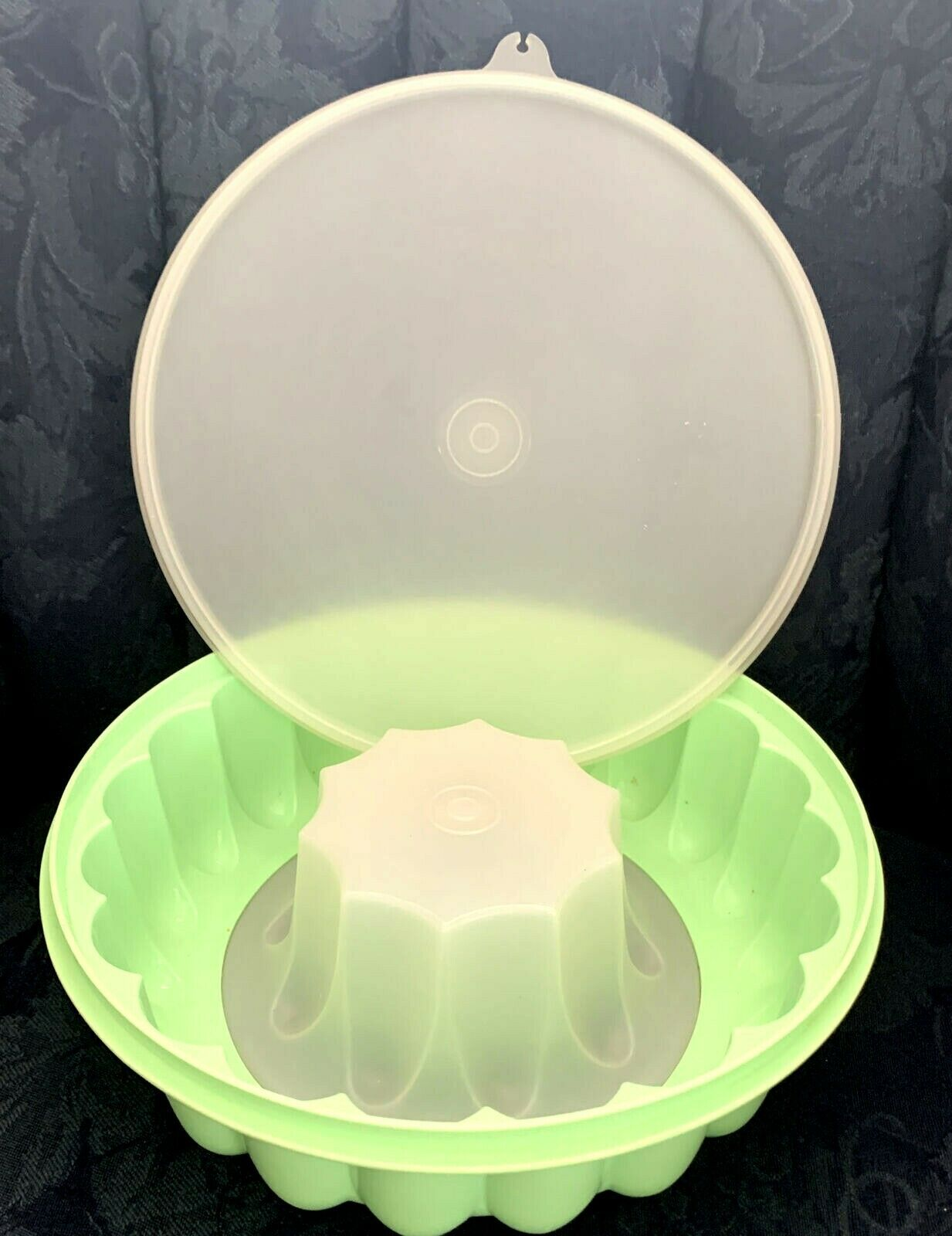 Primary image for VINTAGE 3 PIECE TUPPERWARE JELLO MOLD / ICE RING #1201 #1202 #1203