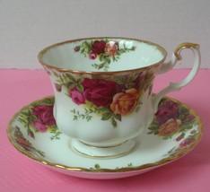 OLD COUNTRY ROSES Royal Albert FOOTED TEA CUP & SAUCER (s) Bone China En... - $14.54