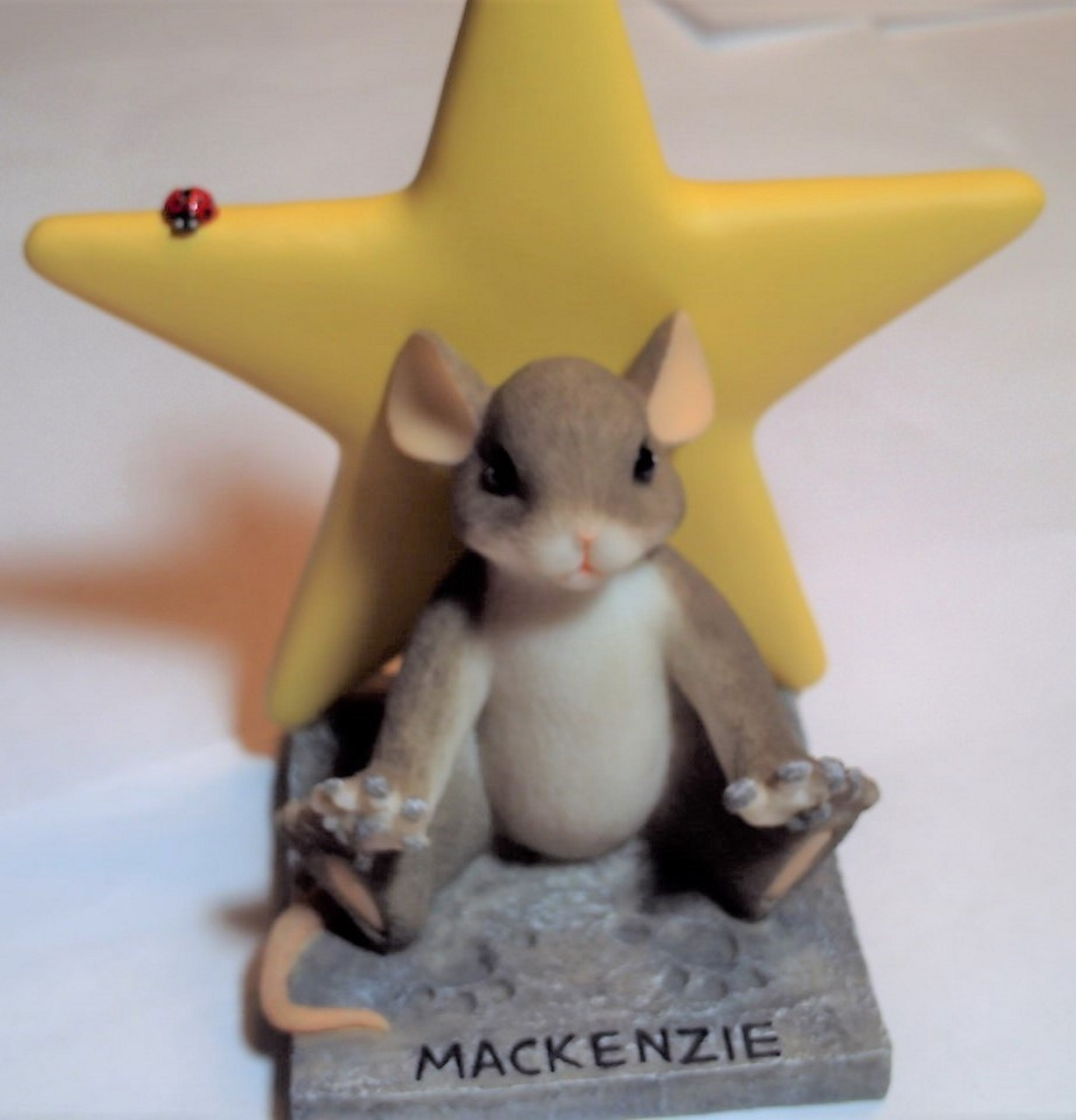 Charming Tails A Star in the Making 82/117 - Yellow Star with free lapel pin image 3