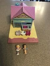 Vintage Bluebird Polly Pocket Beach Cafe House COMPLETE w Dolls Pollyville - $28.95