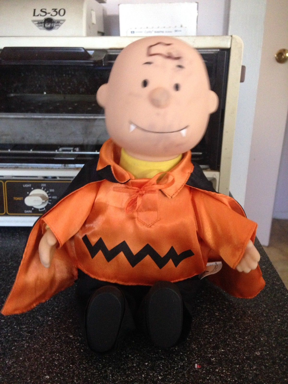 Gemmy Peanuts Vampire Charlie Brown Halloween Animated Musical Doll Rare Retired
