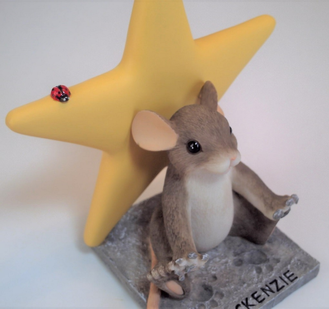 Charming Tails A Star in the Making 82/117 - Yellow Star with free lapel pin