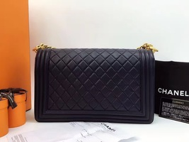 AUTHENTIC CHANEL Black  Quilted Lambskin NEW Medium Boy Flap Bag GHW image 2