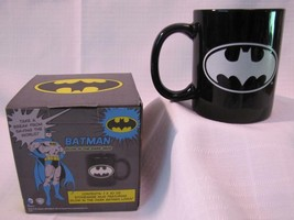 GLOW IN THE DARK BATMAN DC COMICS 10 oz MUG CUP Justice League NEW - $16.34