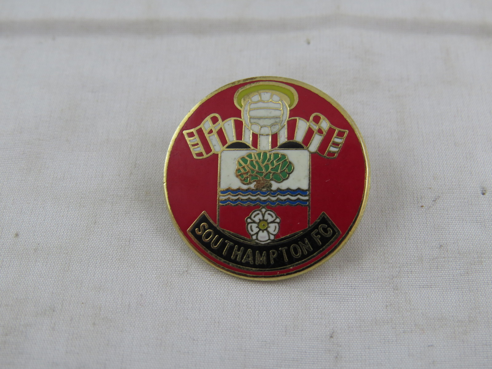 Vintage Southampton Fc Pin - Featuring Team Crest - Inlaid Pin