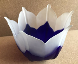 "PartyLite Blossom Frosted Blue White Glass Flower Tulip Candle Holder 5""... - $14.85"