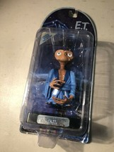 2001 Toys R Us Exclusive E.T. Extra Terrestrial EXCLUSIVE Edition Figure... - $24.70