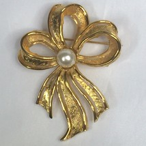 Napier Bow Ribbon Brooch Pin Goldtone Faux Pearl Signed 2.25 Inches Vint... - $14.80