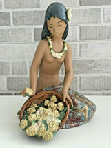 Lladro 01012154 Hawaiian Flower Vendor Gres Perfect Condition  - $346.50
