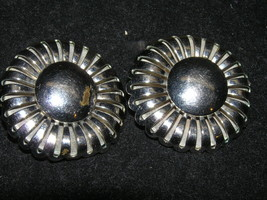 Vintage Large Domed Silvertone Round Flower Clip Earrings – 1.25 inches ... - $8.59