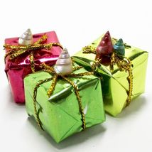 3 x 3/4 in. Christmas Gift Foil Wrap #1sh Present Dollhouse Miniatures by Beth - $4.23