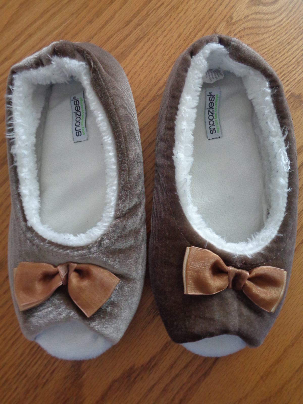 Snoozies Cosy Feet Coverings Peeptoe Style Brown Womens Slippers Size L 9 - $12.00