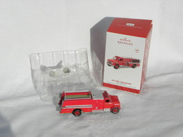 2014 Hallmark Fire Brigade Series 1971 GMC Fire Engine Light Christmas O... - $14.99