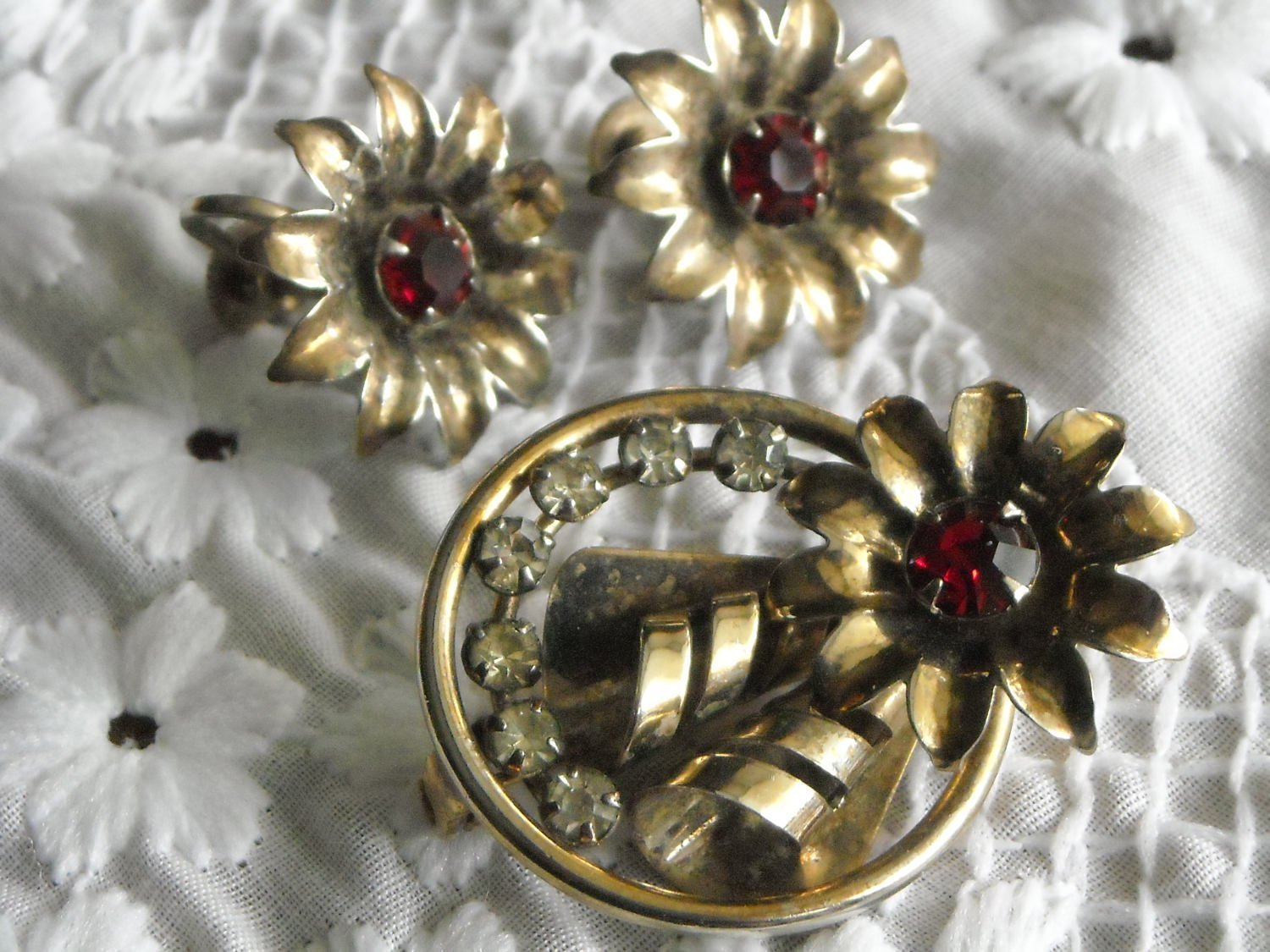 Vintage Gold Tone Flower Pendant Brooch & Matching Earrings Red & White Sets