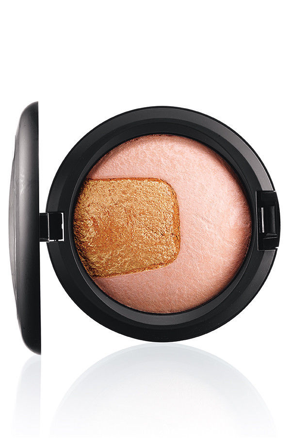 Primary image for MAC Cosmetics Mineralize SKINFINISH Centre of ATTENTION Pink Hightlighter NIB