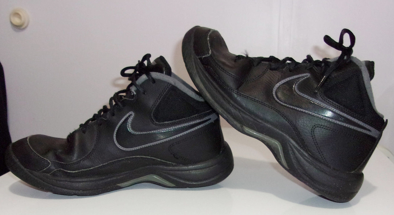 Nike 9.5 Black Leather Lace Up Athletic Basketball Sneakers Shoes 511372-010