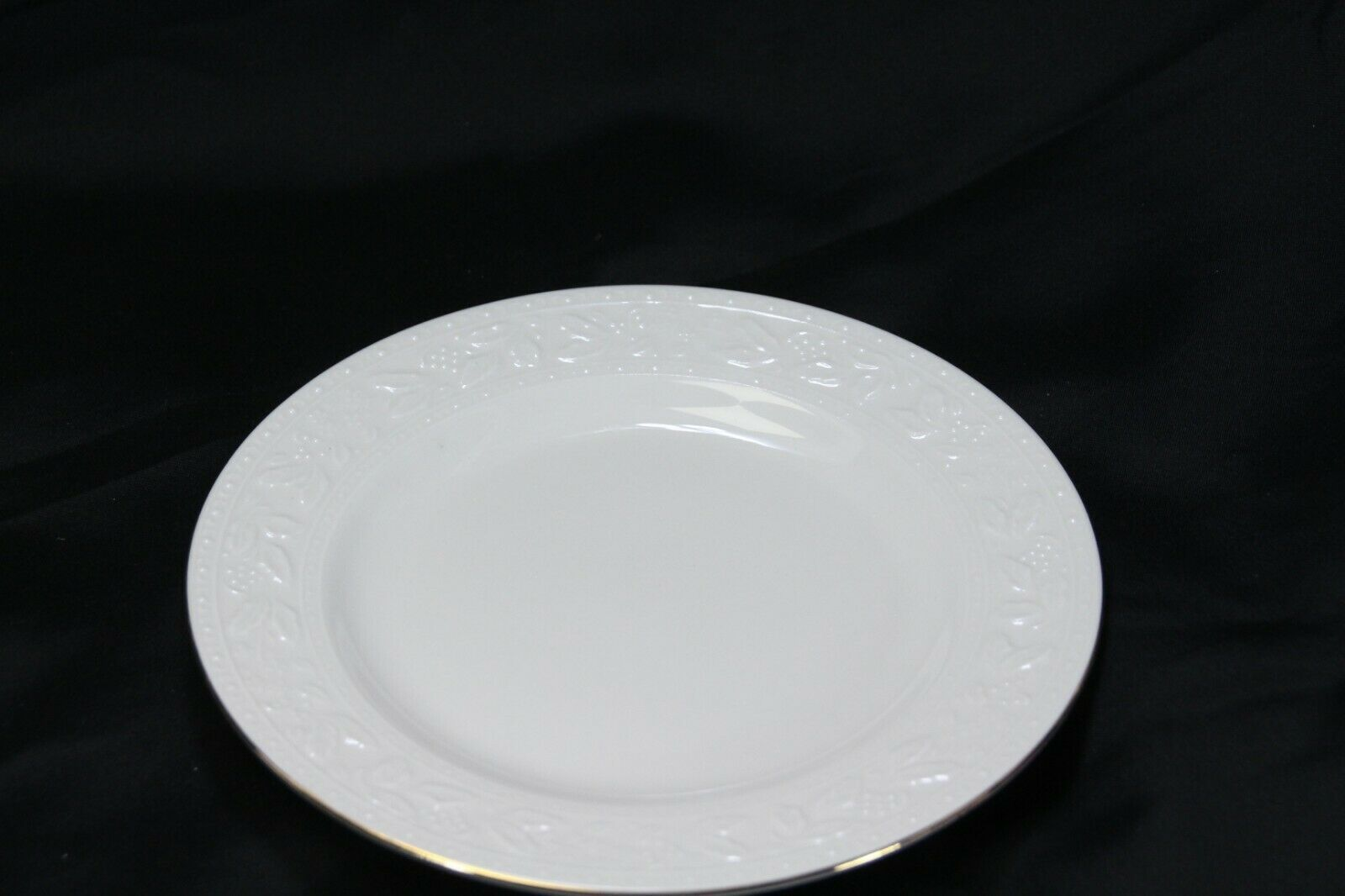 """Libbey White Embossed Holly Salad Plates 8"""" Xmas Gold Trim Lot of 8 image 7"""